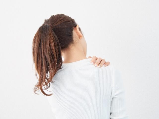 肩後方の痛みの原因と治療について