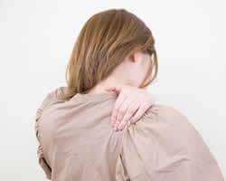 「首や肩のこり」をお仕事や家事の後に感じるのはなぜ?
